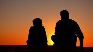 Silhouette of father and son - How to prepare your children for a long distance move