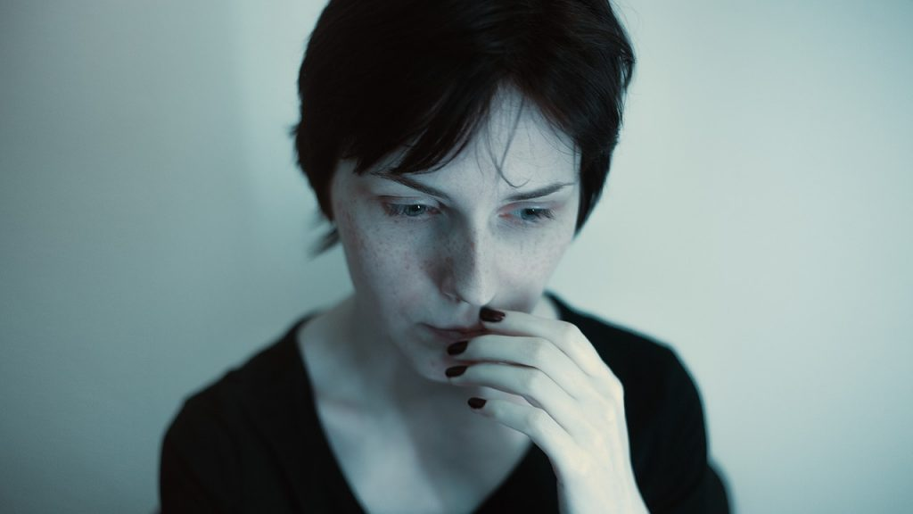 girl thinking about moving on a deadline
